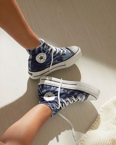 Mode Converse, Converse High, Tie Dye Converse, Platform Converse, Converse Shoes, Sneakers Fashion, Fashion Shoes, Converse Fashion, Leather Fashion