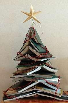 Kerstboom van boeken - Woontrendz