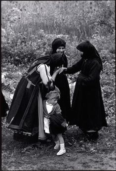 """Constantine """"Costa"""" Manos (born 1934 in South Carolina): Thrace. Greeting an elder. """"A Greek Portfolio"""" © Costa Manos/Magnum Photos Most Famous Photographers, Documentary Photographers, Great Photographers, Greece Pictures, Old Pictures, Old Photos, Vintage Pictures, Costa, Greek Traditional Dress"""