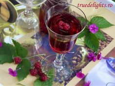 Raspberry syrup you will need to choose english on the drop down menu to the left on the receipe page Appetizer Dips, Best Appetizers, Cocktail Drinks, Alcoholic Drinks, Beverages, Cocktails, Dessert Drinks, Desserts, Raspberry Syrup