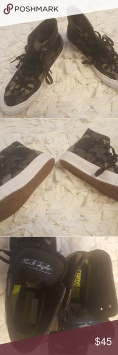 Converse Chuck Taylor II Camouflage Chuck Taylor II....WOMENS 7.5  MENS 5.5 ****LIKE NEW Converse Shoes Sneakers