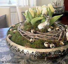 Osterdeko basteln mit Tulpen, Moos, Kranz und Eiern – kreativLISTE Making an Easter decoration can be so easy! Moss Wreath, Diy Wreath, Autumn Wreaths, Easter Wreaths, Egg Decorating, Decorating Blogs, Modern Wreath, Diy Crafts To Do, Green Wreath