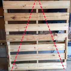 Pallet wood christmas tree - The 11 Best Christmas Pallet Projects – Pallet wood christmas tree Wooden Pallet Christmas Tree, Pallet Projects Christmas, Pallet Wood Christmas Tree, Christmas Wood Crafts, Diy Christmas Tree, Diy Pallet Projects, Outdoor Christmas Decorations, Rustic Christmas, Pallet Tree