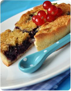 Tartelettes amandines aux cassis Yummy Cakes, Sweet Recipes, French Toast, Pie, Breakfast, Desserts, Quiches, Cheesecakes, Food