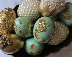Decorative Sofreh Aghd Eggs by SofrehAghdStockholm on Etsy wedding fall ideas / april wedding / wedding color pallets / fall wedding schemes / fall wedding colors november Sugar Eggs For Easter, Plastic Easter Eggs, Easter Egg Crafts, 00s Mode, 50th Birthday Centerpieces, Afghan Wedding, Persian Wedding, Thanksgiving Greetings, Egg Designs