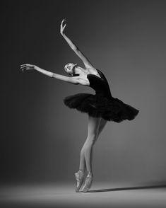 Anna Turchaninova ~ballerina with the Bolshoi Ballet Dance Photography Poses, Dance Poses, Ballerina Dancing, Ballet Dancers, Ballerinas, Ballerina Art, Bolshoi Ballet, Ballet Pictures, Dance Pictures