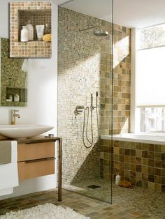 Platz im Bad ist der wahre Luxus und macht auch kleinere Räume zu echten Wellness-Oasen. Wir zeigen Ihnen, wie Sie stilvoll Raum schaffen.