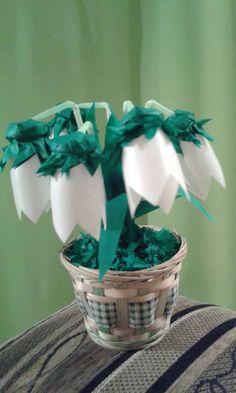 Joghurtos dobozokból hóvirág