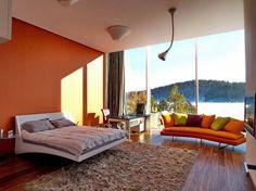 Cores quentes + janelões = decor com a cara do verão
