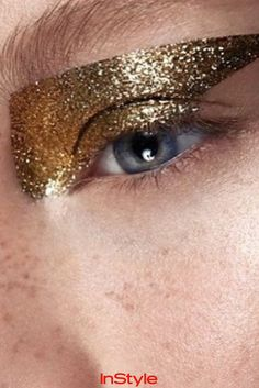 Das Perfekte Augen Makeup Für Besondere Anlässe Glittereyes Goldener Lidschatten Glitzer
