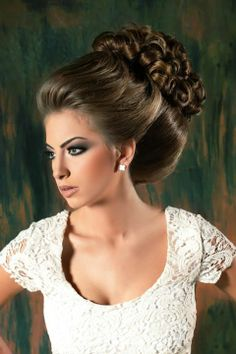For women and sissies. Retro Hairstyles, Bun Hairstyles, Wedding Hairstyles, Rapunzel, Gorgeous Hair, Beautiful, Glam Makeup Look, Blonde Curls, Very Long Hair