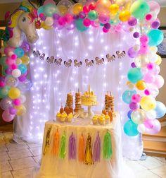 No hay descripción de la foto disponible. 1st Birthday Cake For Girls, Unicorn Themed Birthday Party, Girl Birthday Decorations, Unicorn Birthday Parties, Diy Birthday, Birthday Party Themes, Anniversaire My Little Pony, Baby, Recipes