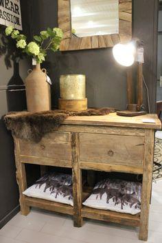 Vintage Sidetable uit erg oud hout