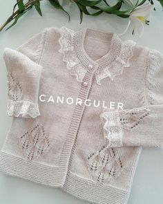modern knitting patterns Archives - women of code Cute Toddler Girl Clothes, Modern Baby Clothes, Designer Baby Clothes, Baby Sweaters, Girls Sweaters, Baby Outfits, Baby Booties Free Pattern, Hippie Baby, Kids Winter Fashion