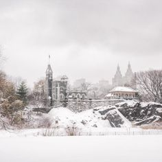 Belvedere Castle in Central Park under the snow, New York by Vivienne Gucwa @travelinglens - New York City Feelings