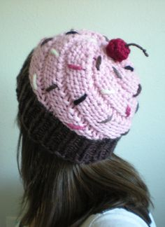 I don't want to by this but I love that she switches to chunky yarn for the frosting. Really adds a nice look.