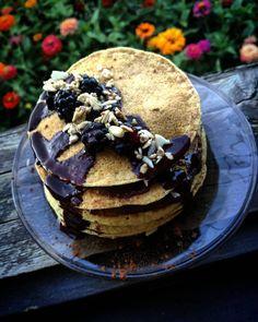 Egy újabb gyöngyszemmel bővült az egyszerűen elkészíthető, paleo receptek tárháza. Tökéletes választás lehet reggelire vagy tízóraira. A következő videóban villámgyorsan fogok csökkentett szénhidráttartalmú, paleo amerikai palacsintát és paleo gofrit készíteni. A Szafi Fitt paleo sütemény li