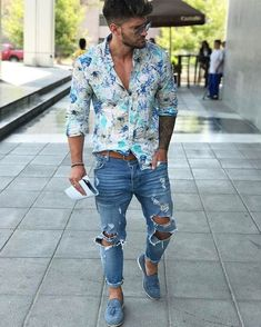Easy And Cheap Tips: Urban Wear Hip Hop Shirts urban fashion model senior pictures.Urban Fashion Rihanna Outfit urban fashion for men inspiration. Ripped Jeans Outfit Casual, Outfit Jeans, Casual Outfits, Men Casual, Casual Ootd, Casual Wear, Fashion Design Inspiration, Fashion Ideas, Suit Fashion