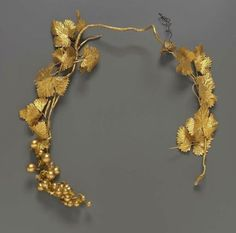 Headdress, mounted on covered wire of grapes with fruit, leaves and tendrils, all in gold. Pelo Vintage, Victorian Gown, War Bonnet, Quirky Fashion, Vintage Fashion, Deco Floral, Gold Paper, Tribal Fusion, Ancient Jewelry