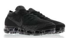 Nike Air Vapormax Flyknit Black 03 Womens Nike Trainers, Nike Basketball Shoes, Nike Shoes, Men's Shoes, Nike Air Vapormax, Triple Black, Air Max Sneakers, All Black Sneakers, Men's Outfits