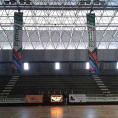 Finiquitando detalles para  está tarde  6:00 pm la inauguración de la Copa Beraka de baloncesto te esperamos con  toda tu familia... Gimnasio Tierno Gomez... entrada gratis sólo traer plástico para reciclar #cambiamoselpresentemejoramoselfuturo #amorubio