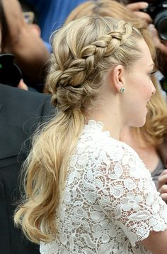 Amanda Seyfried braided ponytail