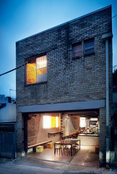 The five-metre wide building opens onto a laneway.