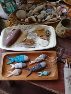 inspiration: stone fish - My WordPress Website Stone Crafts, Rock Crafts, Yarn Crafts, Diy And Crafts, Arts And Crafts, Crochet Stone, Crochet Art, Crochet Patterns, Diy Accessoires