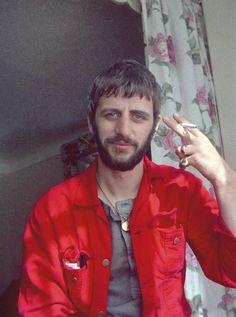 ...encontrou um monte de fotos que ele mesmo havia tirado dos Beatles no auge de sua carreira
