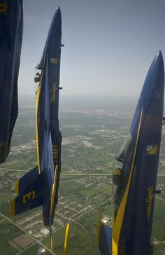 US Navy Blue Angels - F-18 Hornet.....Now how did they get this shot?!