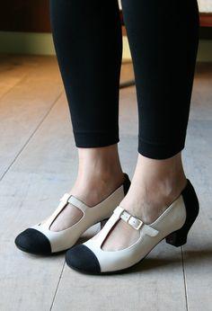 zapatos con correa de color blanco y negro                                                                                                                                                                                 Más