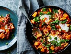 Joe Wicks' - aka The Body Coach - Sweet Potato Shakshuka. This makes a really great meal or breakfast for any day of the week. Healthy Eating Recipes, Veggie Recipes, Vegetarian Recipes, Cooking Recipes, Lean Recipes, Lean In 15 Recipes Body Coach, The Body Coach Lean In 15, Joe Wicks Lean In 15, Joe Wicks Recipes