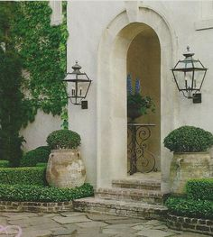 Outdoor lighting Veranda Magazine- design by Pam Pierce Beautiful Gardens, Beautiful Homes, Simply Beautiful, Olive Jar, Veranda Magazine, Front Entrances, Grand Entrance, Entrance Halls, Home Interior