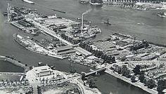 552_301169 Luchtfoto van de scheepswerf en machinefabriek De Biesbosch aan de Maasstraat. Met de … - Regionaal Archief Dordrecht