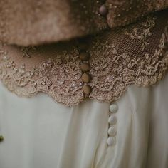 Me lo estáis pidiendo ... pronto veremos el vestido de Begoña al detalle en el blog, una de mis bellas novias The Bride que no olvidaré nunca!  Gracias por vuestras bonitas palabras!♥️😍 Fotografía @leticiahueda mysweetlove.es 👰🏼😍 #labodadeBegoña #vestidoscarmensotothebride #ateliercarmensotothebride #noviascarmensotothebride #ateliercouture #carmensotothebrideenateliercouture #NoviasBilbao  #Noviasconestilo #Noviasaltacostura #Lanoviaperfecta  #altacosturanovias #Noviasconencanto