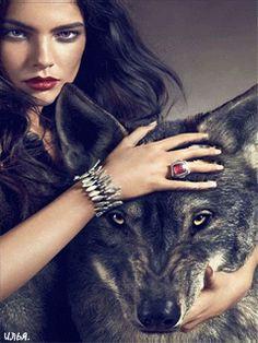 Девушка и волк.