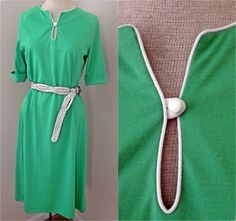Vintage 60s // Emerald Green Shift Dress // by FaceTheSunshine, $25.00