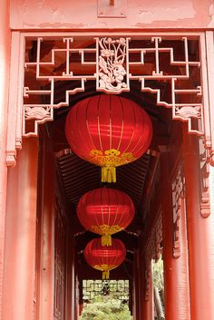 It's the filigree work at the top of the doorway that appeals to me. Chinoiserie, Chinese Element, Asian Interior, Red Lantern, Chinese Garden, Asian Design, Chinese Culture, Paper Lanterns, Chinese New Year