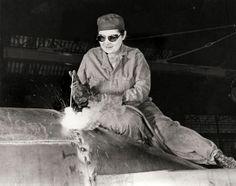 Female_welder_in_defense_plant_1940sd