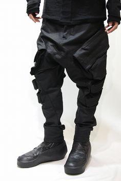 JULIUS 15SS - BLACK Monochrome Fashion, Grey Fashion, Minimal Fashion, Modern Fashion, Fashion Pants, Fashion Outfits, Fashion Design, Cyberpunk Fashion, Mens Trends