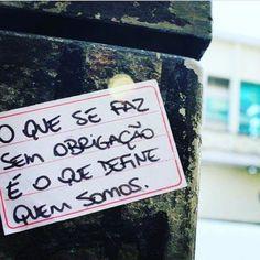 """""""O que se faz sem obrigação é o que define quem somos."""" Nesta segunda cedo em que a maioria de nós acordou cedo para ir atender às obrigações (trabalho estudo a vida!) que tal reservar um minuto para pensar nisso? De repente é o que você faz sem obrigação que esconde seu verdadeiro talento e felicidade. #prapensar #coach#autoajuda #agentenaoquersocomida #avidaquer @avidaquer por @samegui avidaquer.com.br ( @lucianakotaka) http://ift.tt/2larfKq"""