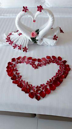 Romantic Bedroom Ideas for Wonderful Valentine Moments Diy Abschnitt, Romantic Room Decoration, Romantic Bedroom Design, Romantic Room Surprise, How To Fold Towels, Romantic Dinners, Romantic Ideas, Love Wallpaper, Valentine Decorations, True Love