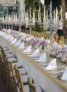 Hola WB Brides! Te compartimos una nueva forma de acomodar las mesas en tu boda, nosotros estamos encantados con esta nueva idea! Algo que se ha vuelto muy popular en las bodas es acomodar las mesa...