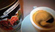 Výborná Frolíkova směs kávy s velmi příjemným aroma. Káva je balená v nádherné plechovce s unikátním malovaným motivem.