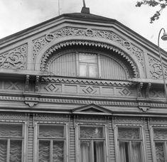 Koison taloa koristi aikanaan upeasti koristellut leikkaukset. Koison talo sijaitsi osoitteessa Hämeenpuisto 23. Tom Of Finland, Broadway Shows, Posters, Travel, Design, Historia, Viajes, Poster, Postres