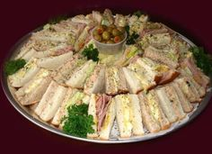 Ideas For Wedding Food Platters Tea Parties Party Trays, Party Snacks, Appetizers For Party, Appetizer Recipes, Tee Sandwiches, Finger Sandwiches, Enjoy Your Meal, Sandwich Platter, Food Platters