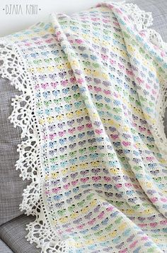 Find your free crochet or knit pattern for afghan, blanket, pillow, shawl and learn new crochet stitch. Share your crochet or knit work with community. Crochet For Beginners Blanket, Baby Afghan Crochet, Crochet Quilt, Manta Crochet, Baby Afghans, Free Crochet, Baby Blankets, Afghan Crochet Patterns, Knitting Patterns