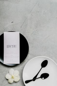 A minimalist wedding in white, black, and gray with minimalism at its center. Monochrome Weddings, Porto Portugal, Minimalist Wedding, Minimalism, Wedding Planning, Place Card Holders, Inspiration, Jewelry, Biblical Inspiration