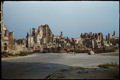 Plac Zamkowy i ruiny Starego Miasta widziane od Krakowskiego Przedmieścia z widocznymi pozostałościami Kolumny Zygmunta.  fot. Henry N. Cobb 1947