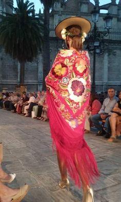 Flamenco Dancers, Silk Shawl, Boho Look, Elegant Outfit, Runway Fashion, Glamour, Couture, My Style, Cat Walk